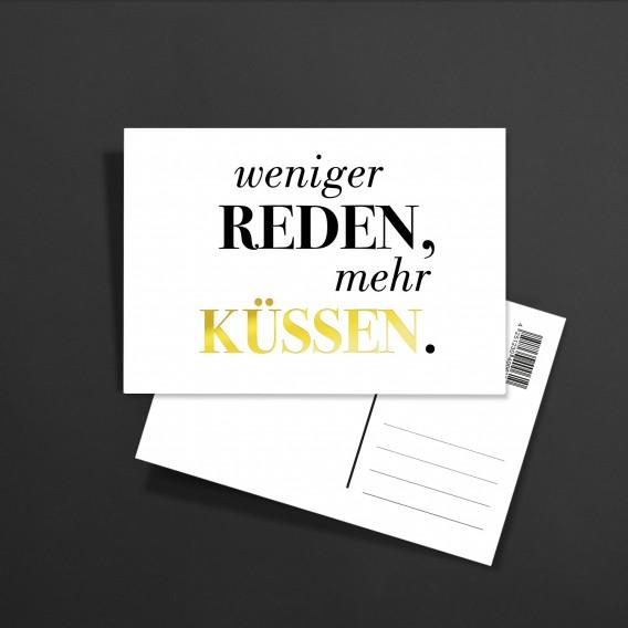 Postkarte Weniger reden mehr küssen Gold