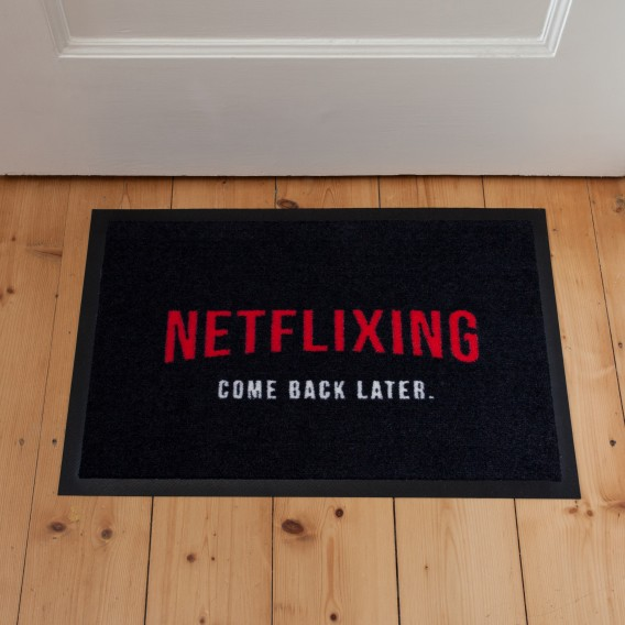 Fussmatte Netflixing come back later