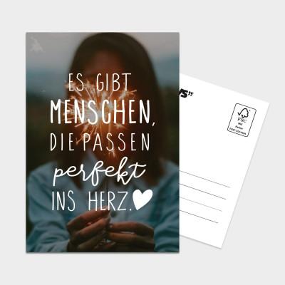 Perfekt ins Herz - Postkarte