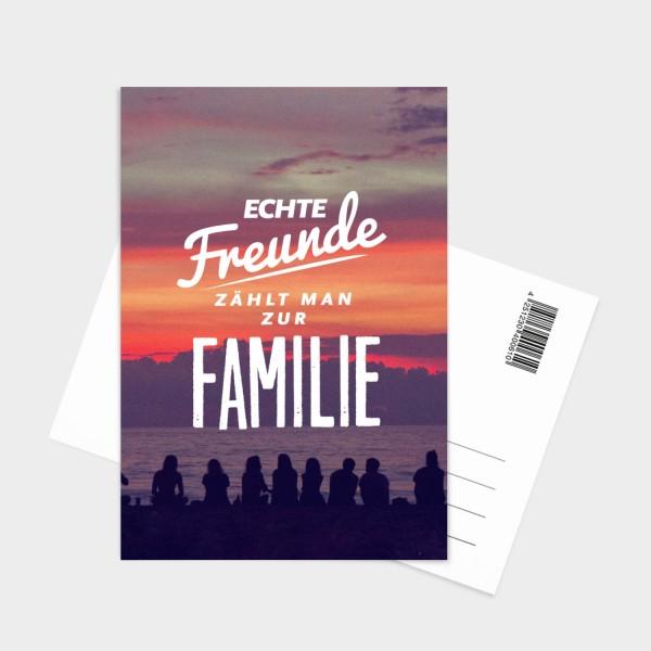 Echte Freunde zählt man zur Familie - Postkarte